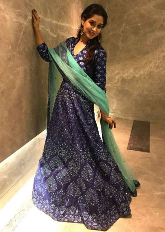 Dipika kakar in Kalki printed Blue Cotton suit a with Sequins and Silk Net Dupatta