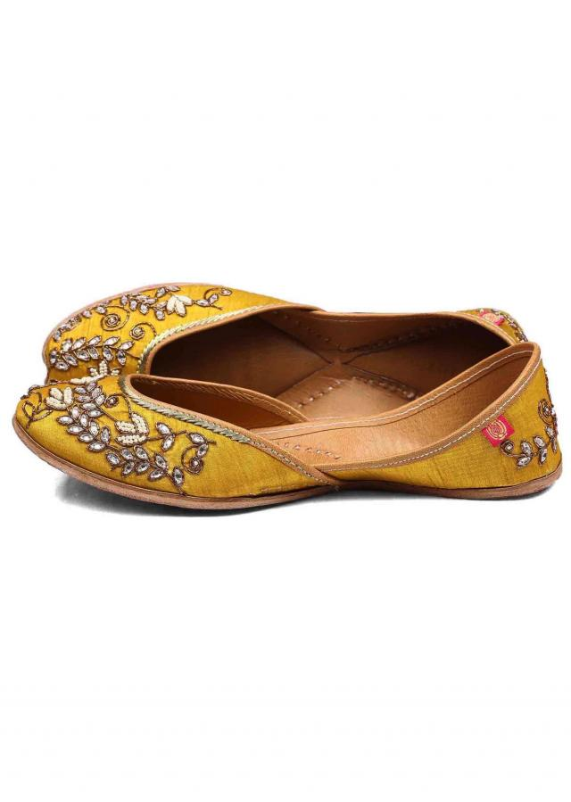 Bright yellow juttis with Beel pattern embroidery