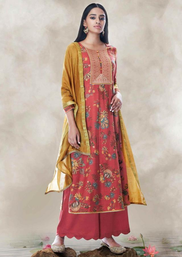 Chili Pepper Red Suit Set In Cotton With Brocade Neck Line Online - Kalki Fashion