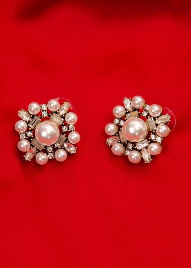 Floral cluster earring with pearls and stone