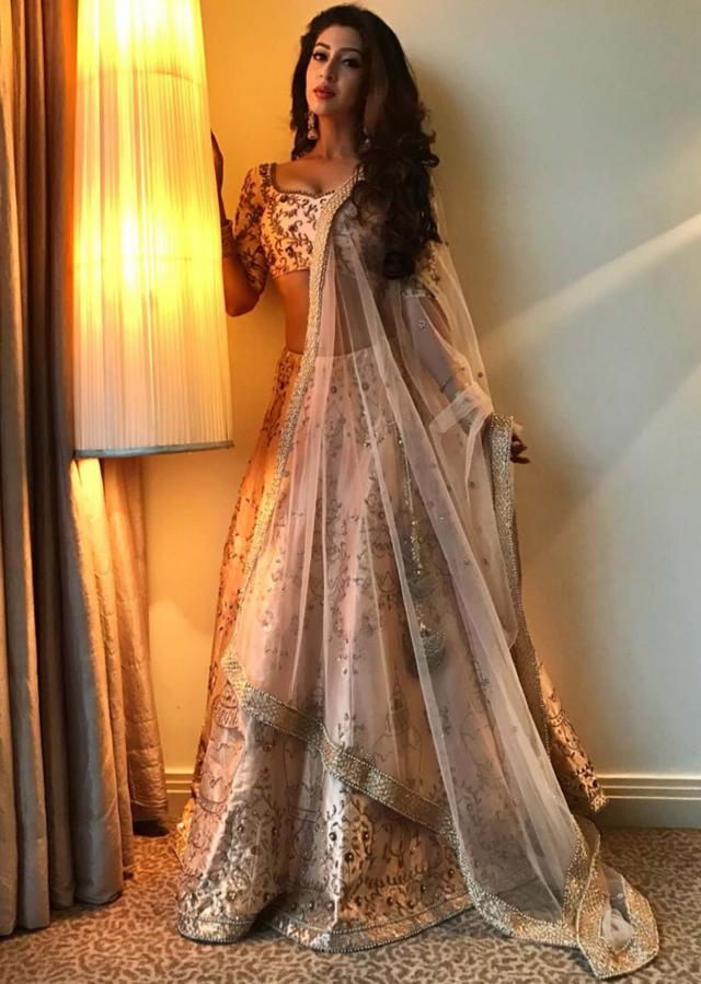 Sonarika Bhadoria in light peach lehenga with a ready blouse adorn in heavy zardosi work only on Kalki