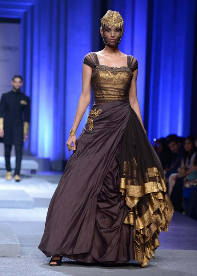 Models showcasing Shantanu and Nikhil collection at Indian Bridal Week Nov 2013 at Mumbai 11