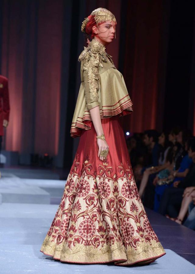 Models showcasing Shantanu and Nikhil collection at Indian Bridal Week Nov 2013 at Mumbai 20