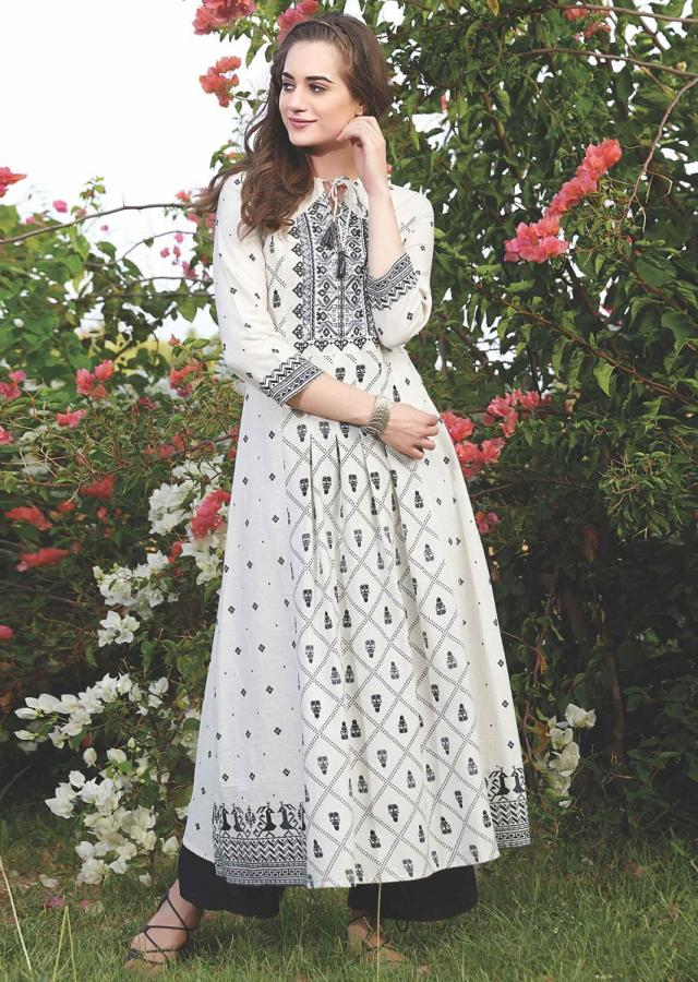 Off White A Line Tunic With Thread Embroidery And Tribal Print Online - Kalki Fashion
