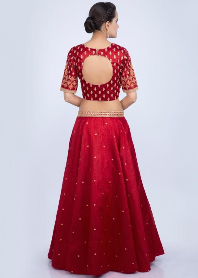Red Lehenga In Raw Silk With Contrasting Two Toned Brocade Dupatta Online - Kalki Fashion