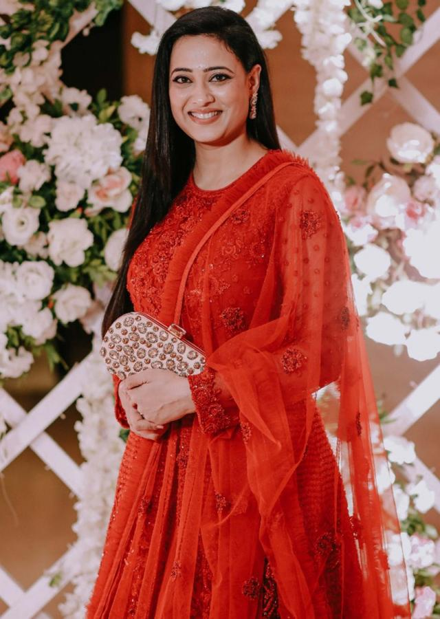 Shweta Tiwari in Kalki red anarkali suit adorn in beads and sequin