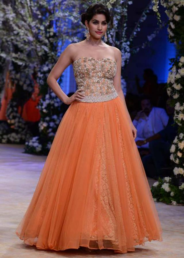 Urnashi Rautela and other models walk the ramp for Jyotsna Tiwari at Indian Bridal Week NOV 2013 at Mumbai 05
