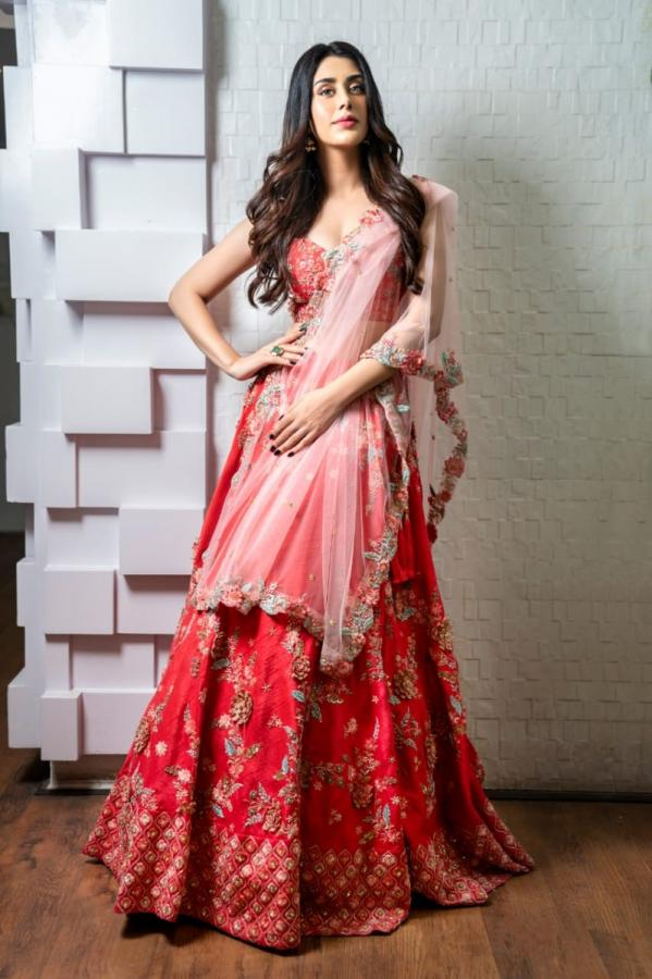 Warina Hussain in kalki coral red lehenga set.