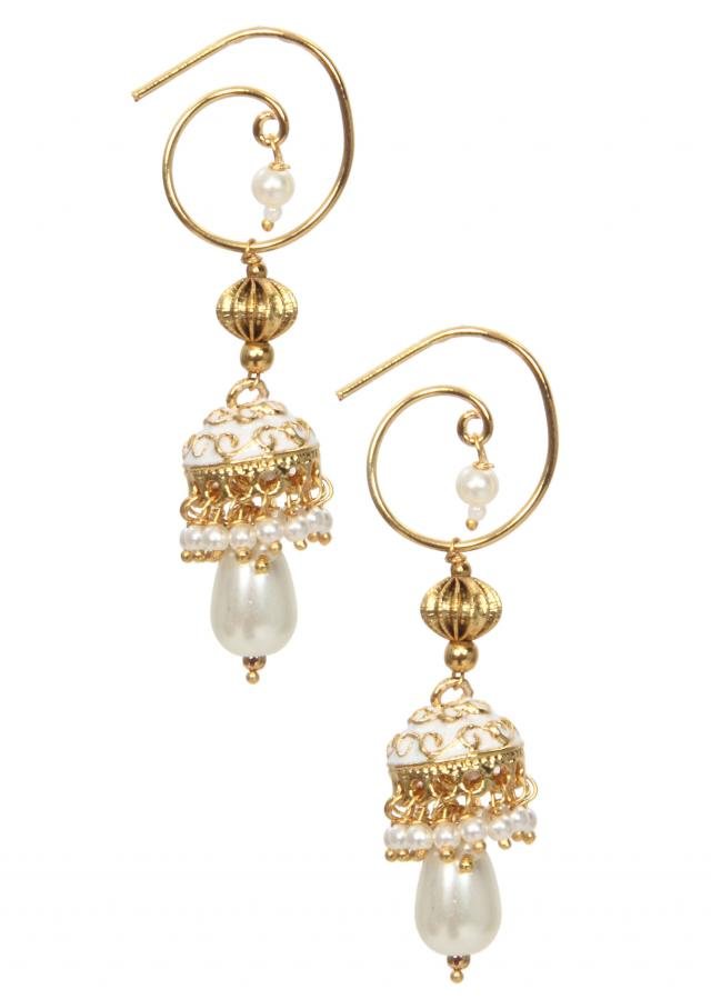 White and gold pearl drop earring